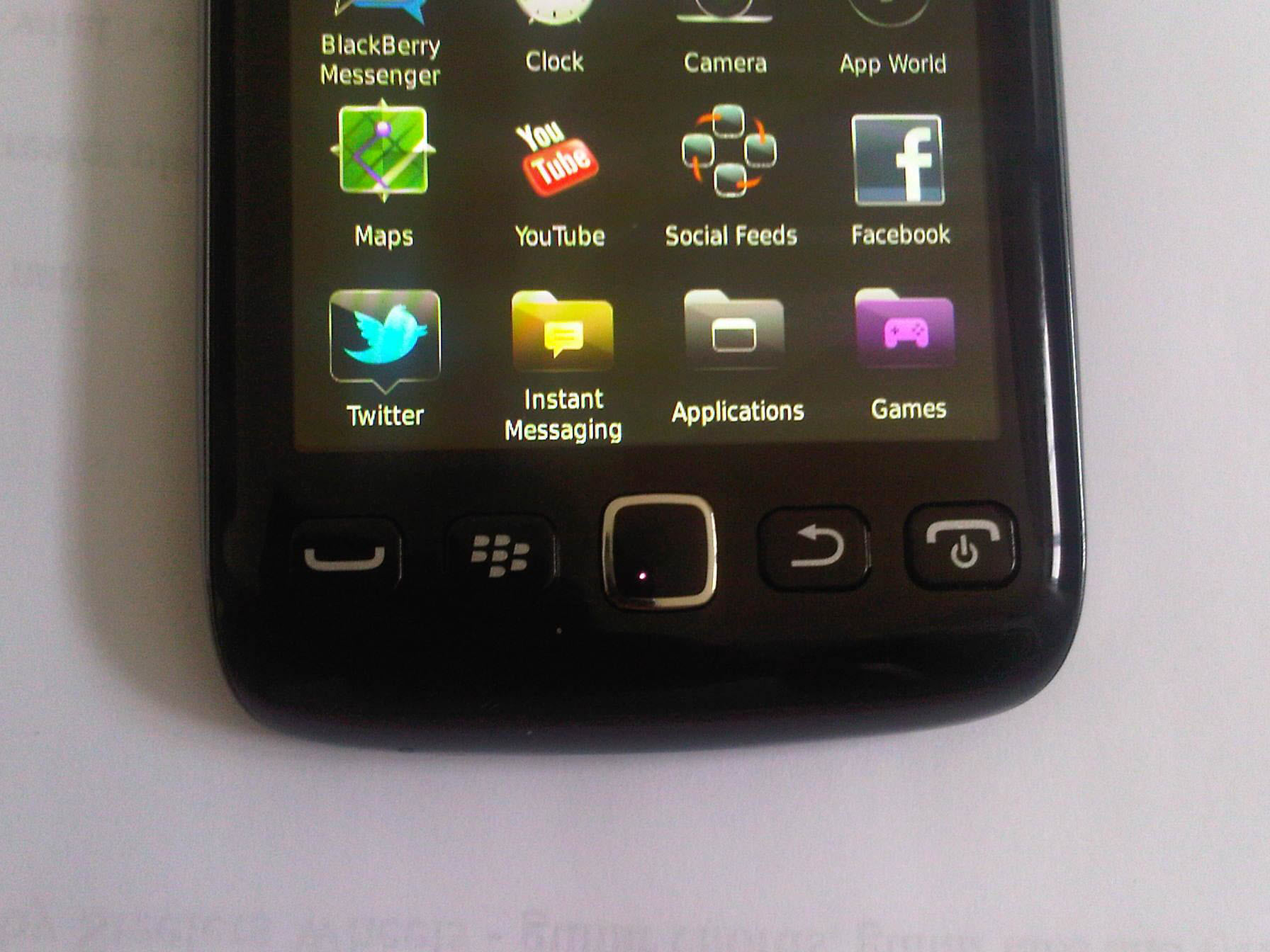 Leaked: BlackBerry Touch 9860 Close-up Pics