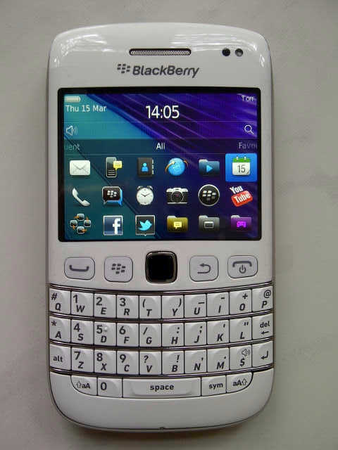 pics white blackberry bold 9790 spotted online bbin. Black Bedroom Furniture Sets. Home Design Ideas
