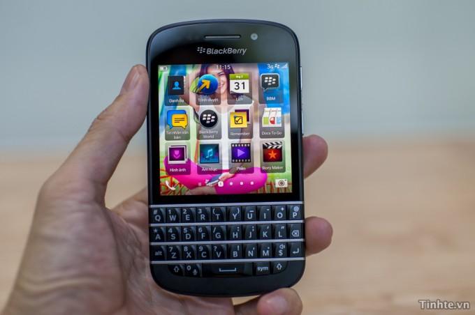 BlackBerry Q10 running BBOS 10
